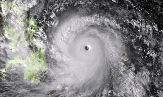 monster-typhoon-philippines-haiyan_73273_990x742